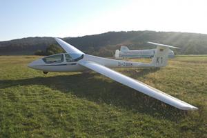 ASK 21 D-2855 am Boden von links