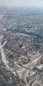 Luftaufnahme von Ulm. Im Bild sind unter anderem das Ulmer Münster und der Hauptbahnhof zu sehen.