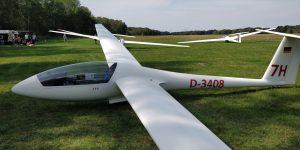 Blick auf die linke Seite der LS4 mit dem Kennzeichen D-3408.